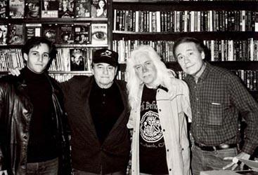 Paul con su hijo Sergio, Don F. Glut y Del Howison (Renfield en los dos films vampíricos de Glut) en la librería Dark Delicacies (marzo 2003)