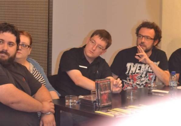Marc Gras, Nae Esteban (Tyrannosaurus) y Éric durante la rueda de prensa.