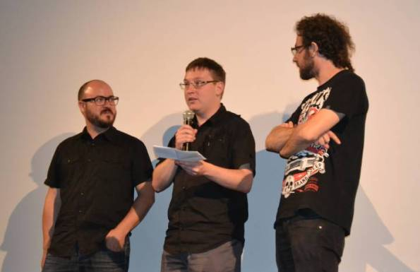 J. M. Rodríguez (Tyrannosaurus), Éric Falarneau y Toni Benages presentando Thanatomorphose.