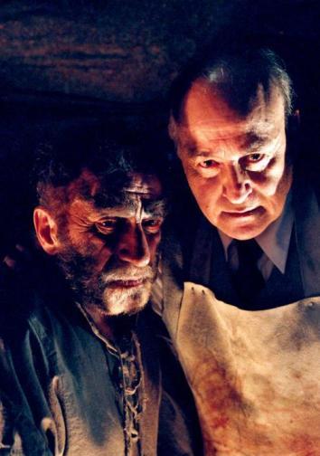 Guará Rodrigues (Zoltan) y Paul Naschy (Dr. Moreau)