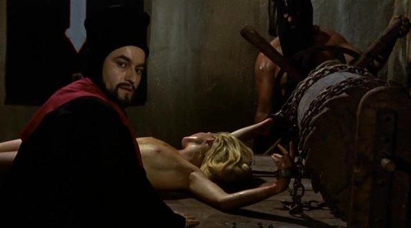 Torturada por Paul Naschy (tras lo que  pasa por la hoguera vuelta y vuelta) en Inquisición.