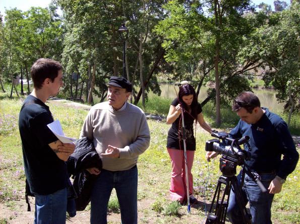 Paul Naschy charlando con Diego López durante el rodaje de La sonrisa del lobo.