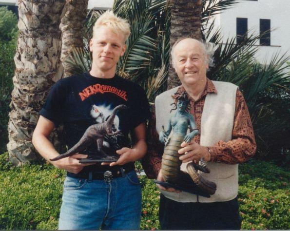 El director con Ray Harryhausen en el festival de Sitges.