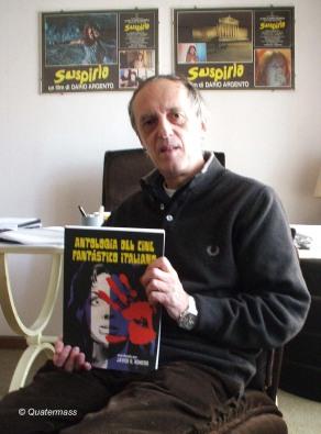 Dario Argento con el nº 7 de Quatermass, en Roma (2008).