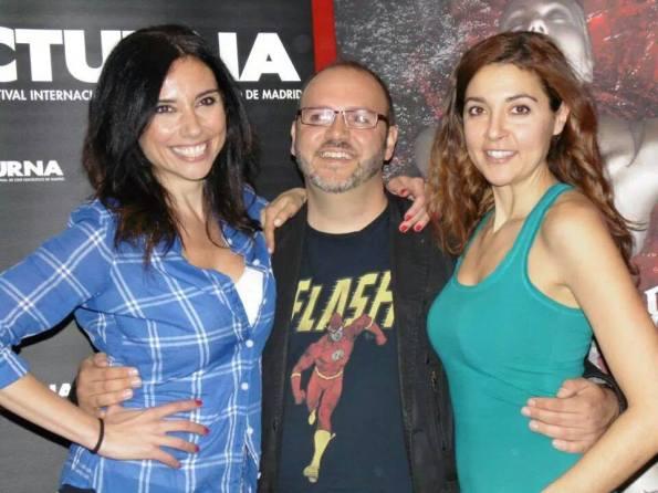 El director junto a Marta Flinch (a su derecha) y Almudena)