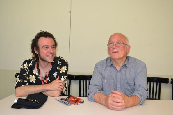El director del festival Toni Benages y Colin Arthur atendiendo a la prensa