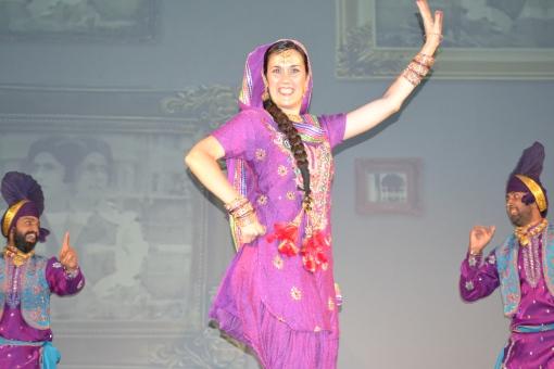 Las alegres y coloristas danzas de la India