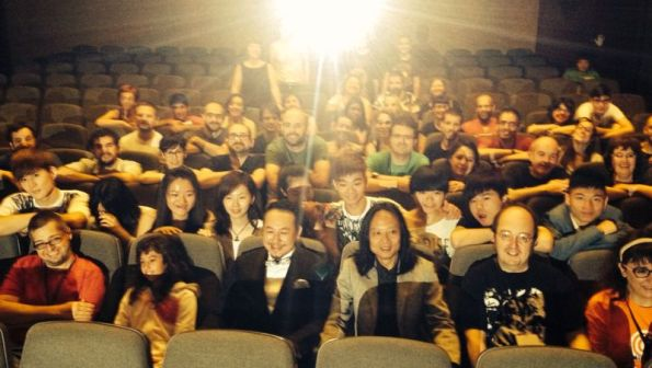 Al finalizar la charla, el director pidió hacerse una fotografía con el público. (Foto: Nits)