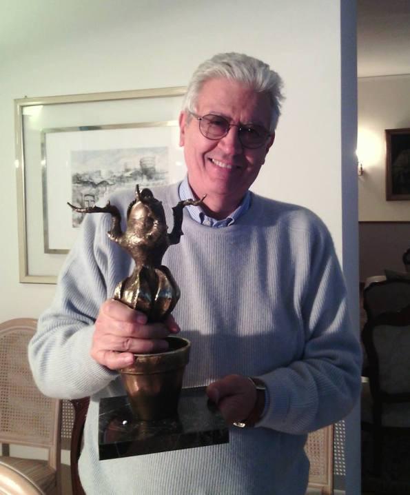 Sergio Martino con el premio Audrey ya en sus manos.