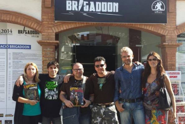 Parte de los integrantes de Exhumed Movies y Killer Toons tras presentar el libro que han editado conjuntamente (foto gentileza de Alfredo Orive)