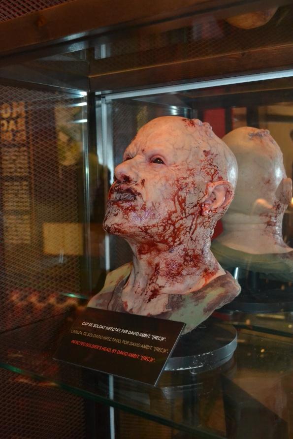 Esta cabeza de soldado infectado se puede ver en [REC]4, concretamente es apuñalada en la sien.