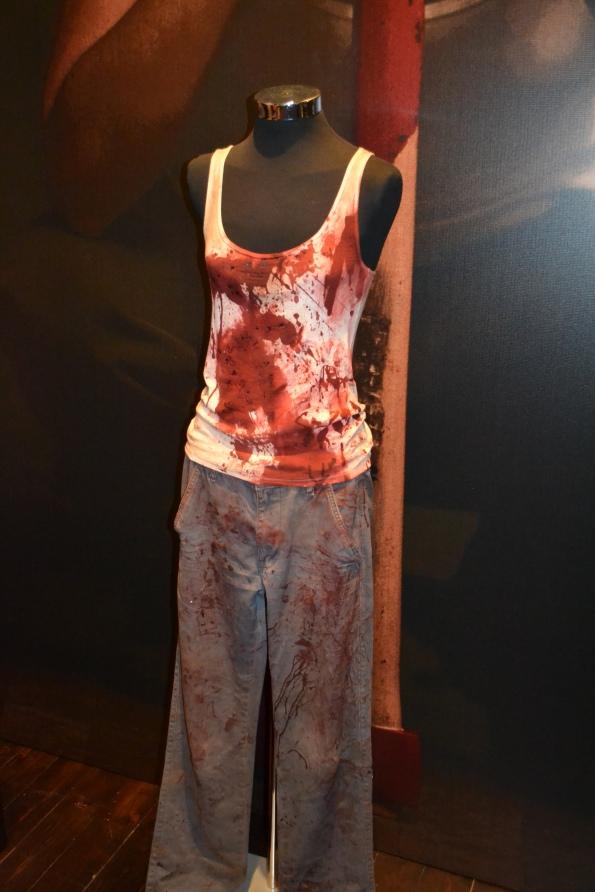 Aquí tenemos la ropa de guerra de Manuela Velasco.