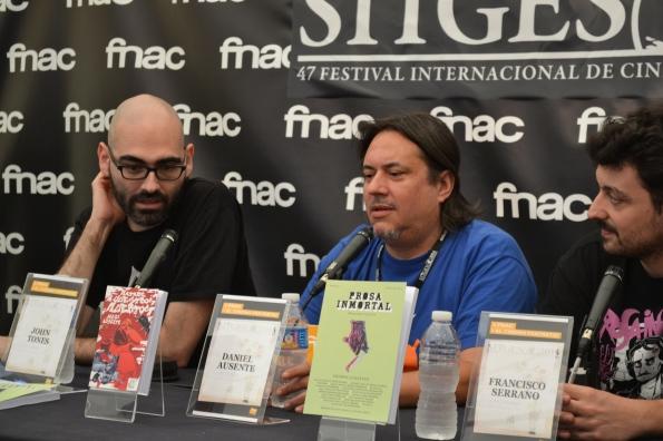 Sitges es más que películas. También es literatura. Aquí vemos un momento de la presentación de Mataré a vuestros muertos, la nueva novela de Daniel Ausente.