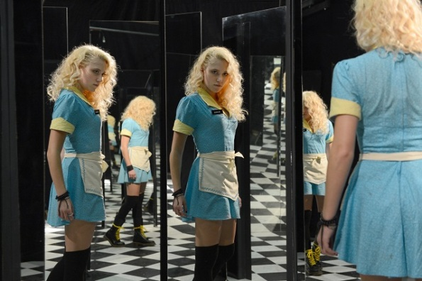 Maika Monroe en The Guest.