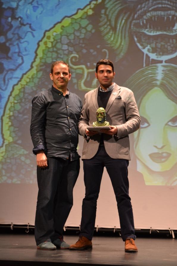 ... y finalmente el productor de La ropavejera, , recibiendo el galardón al mejor corto Fantasti'CS 2014.