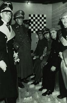 Himmler y otros jerifaltes en una 'checa' barcelonesa.
