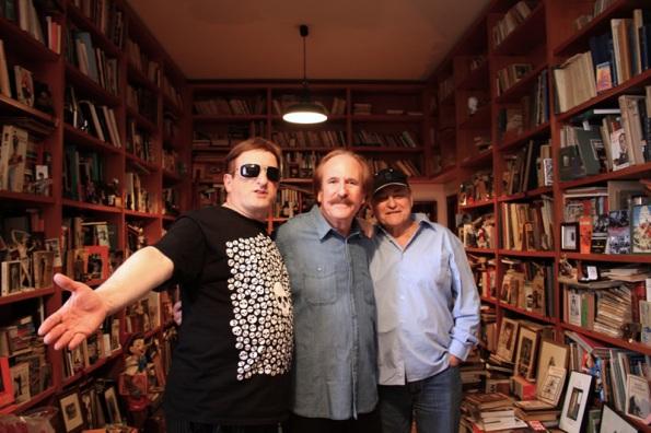 Gurruchaga, Pinzás y Naschy rodeados de fetiches y literatura en la casa museo del cantante.