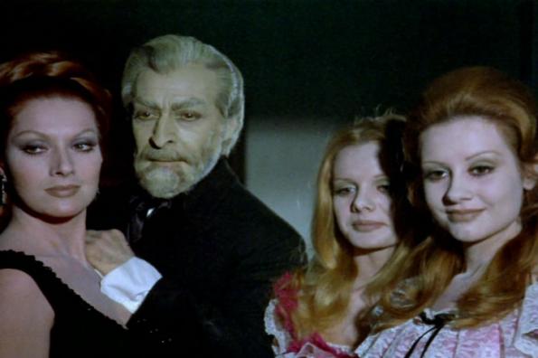 Aquí junto al resto de la tenebrosa saga: Helga Liné, Narciso Ibáñez Menta, Cristina y María Kosty.