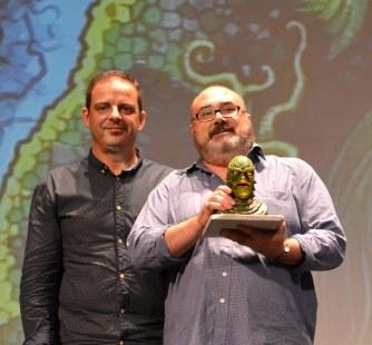 Miguel Ángel Plana recibiendo el premio Fantasti'CS 2014 de la mano de Jorge Juan Adsuara (Foto: Serendipia)