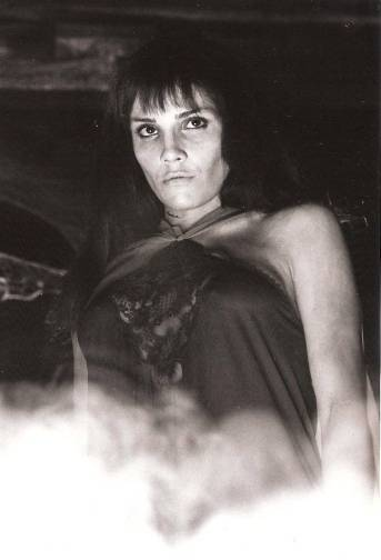 Pilar Alcón como una de las atractivas vampiras de El retorno del hombre lobo