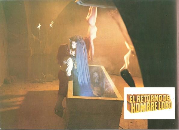 Fotocromo que muestra la atmosférica iluminación y los colores predominantes en el film.
