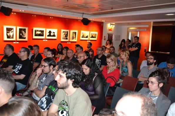 El público que abarrotaba las presentaciones matinales.