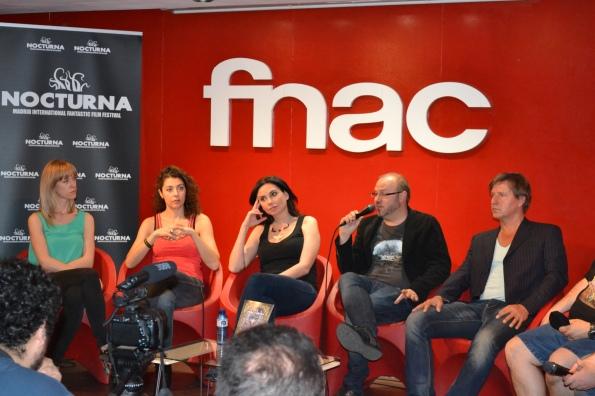 Presentación de Vampyres en el fórum Fnac de Callao. En la imagen: Verónica Polo, Almudena León, Marta Flich, Víctor Matellano y Christian Stamm.