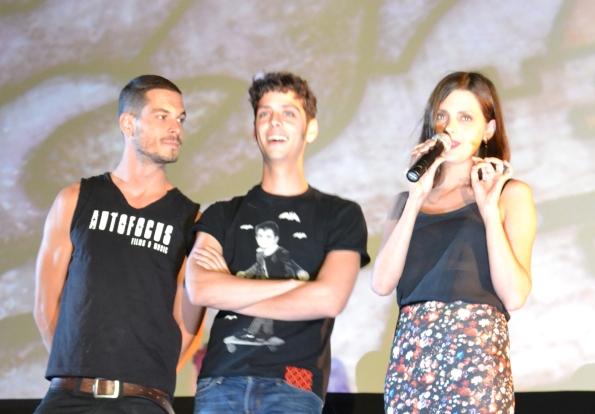 ... Gonzalo Kinderlán, Eduardo Casanova y Macarena Gómez, actores y director de uno de los cortometrajes que obtuvieron mención especial del jurado, 'La hora del baño'.