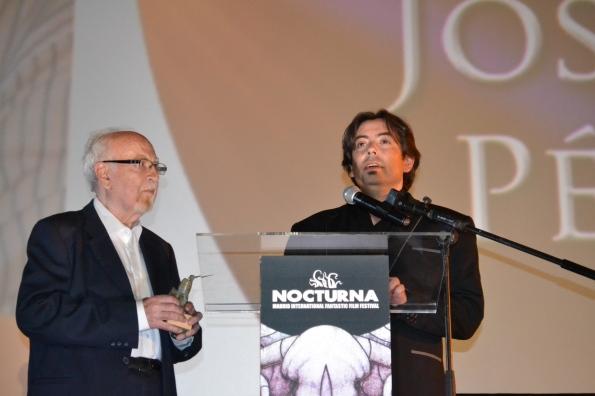 Luis Rosales entregando el premio Scifiworld Hall of Fame a Josep Anton Pérez Giner (foto Serendipia)