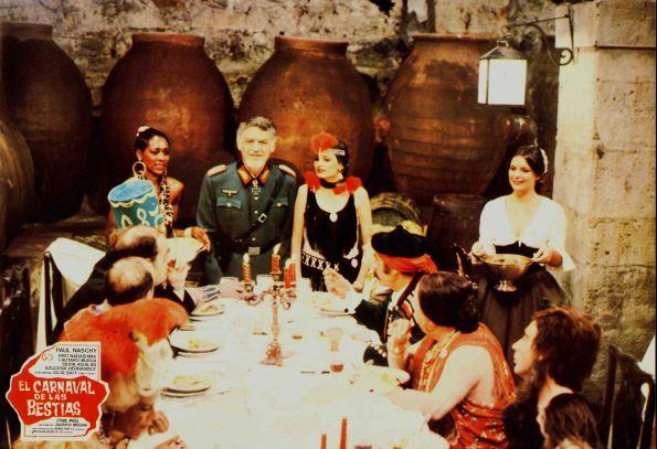 Fotocromo que muestra el banquete/fiesta de disfraces. Rodado en la bodega de la Cartuja de Talamanca del Jarama.