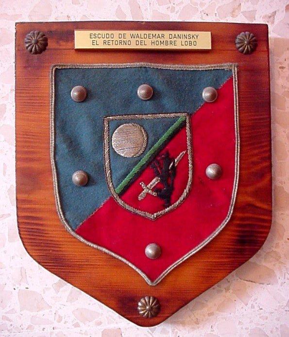 Escudo que luce Waldemar Daninsky en su pecho (Propiedad de Ángel Gómez Rivero)