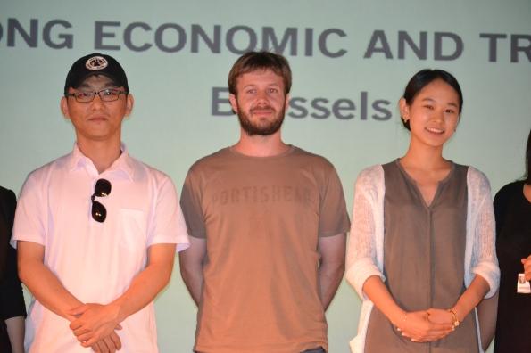Cho Kyu-jun, el músico Guillermo Ramisa y la actriz Lee Suji presentaron el filme Somehow (Foto: Serendipia)