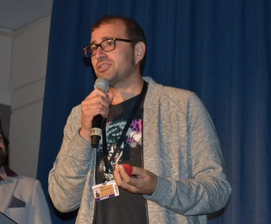 Paco Cabezas presentando su película (Foto: Serendipia)