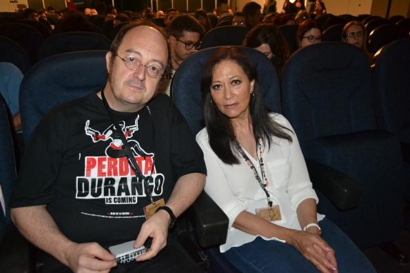 En el cine con Me Me Lai, musa de Ruggero Deodato y Umberto Lenzi que me confesó que prefería enfrentarse a los caníbales de la selva que el atracón de películas que como jurado se tuvo que meter entre pecho y espalda. Una señora estupenda.