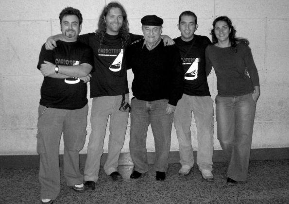 A la izquierda de la imagen, los dos artífices de esta entrevista, David Jordán y Dani Masip junto a Paul Naschy y otros miembros de la organización (Foto archivo Cardoterror)
