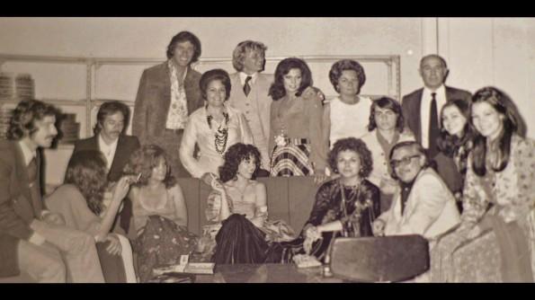 Montse en el centro de la imagen con otros componentes de la troupe de Jesús Franco. Entre ellos pueden verse a Kali Hansa, Lina Romay y el propio Jesús Franco.