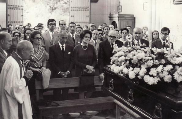 Padre e hijo se reencuentran en el entierro de Pepita Serrador, madre de Chicho.